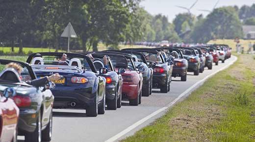Mazda MX5 parade (c) Mazda