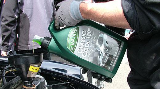 Topping up with engine coolant (c)