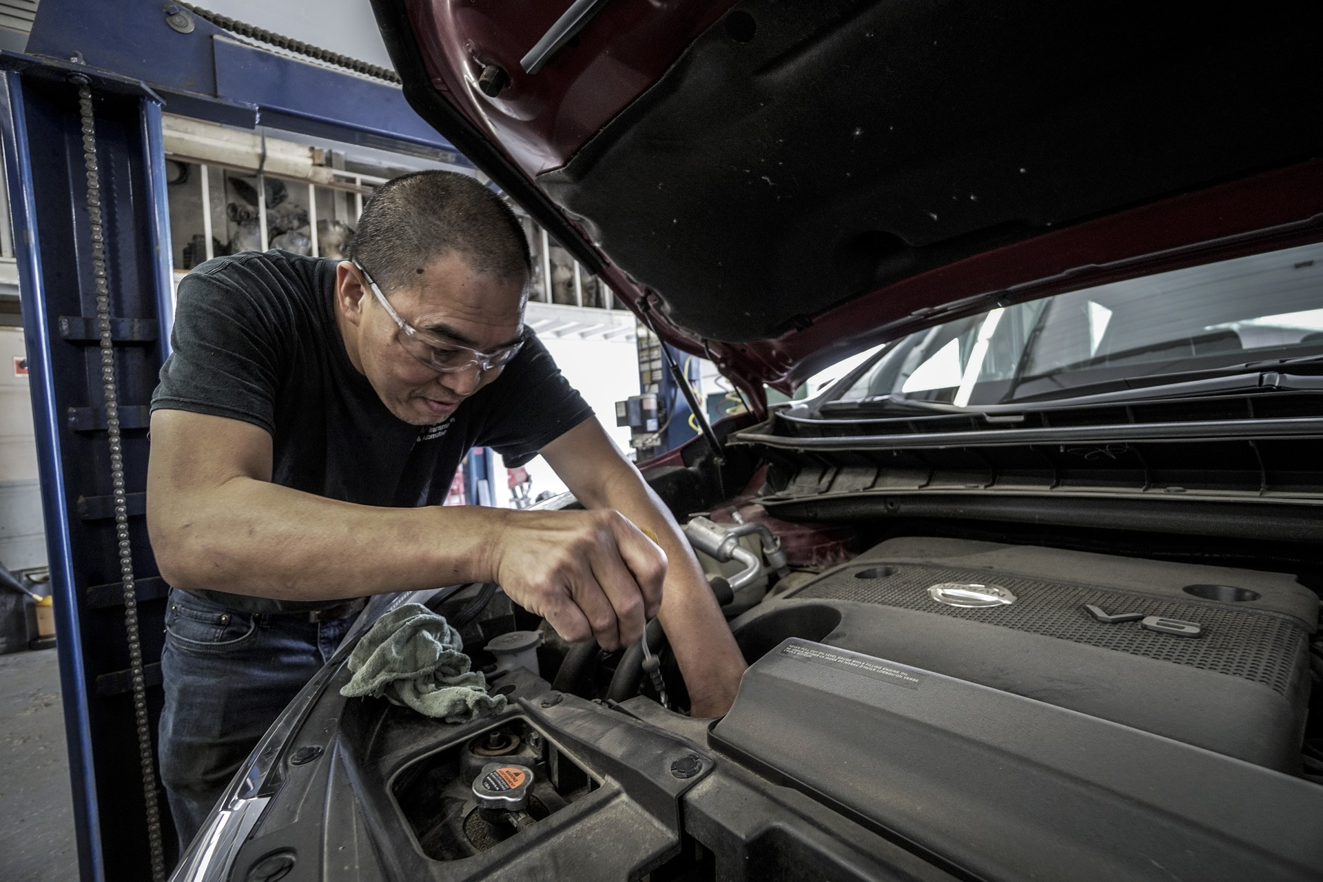 How to check and change engine oil
