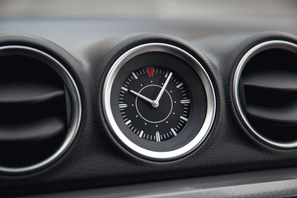 How to change the clock in the Suzuki Vitara