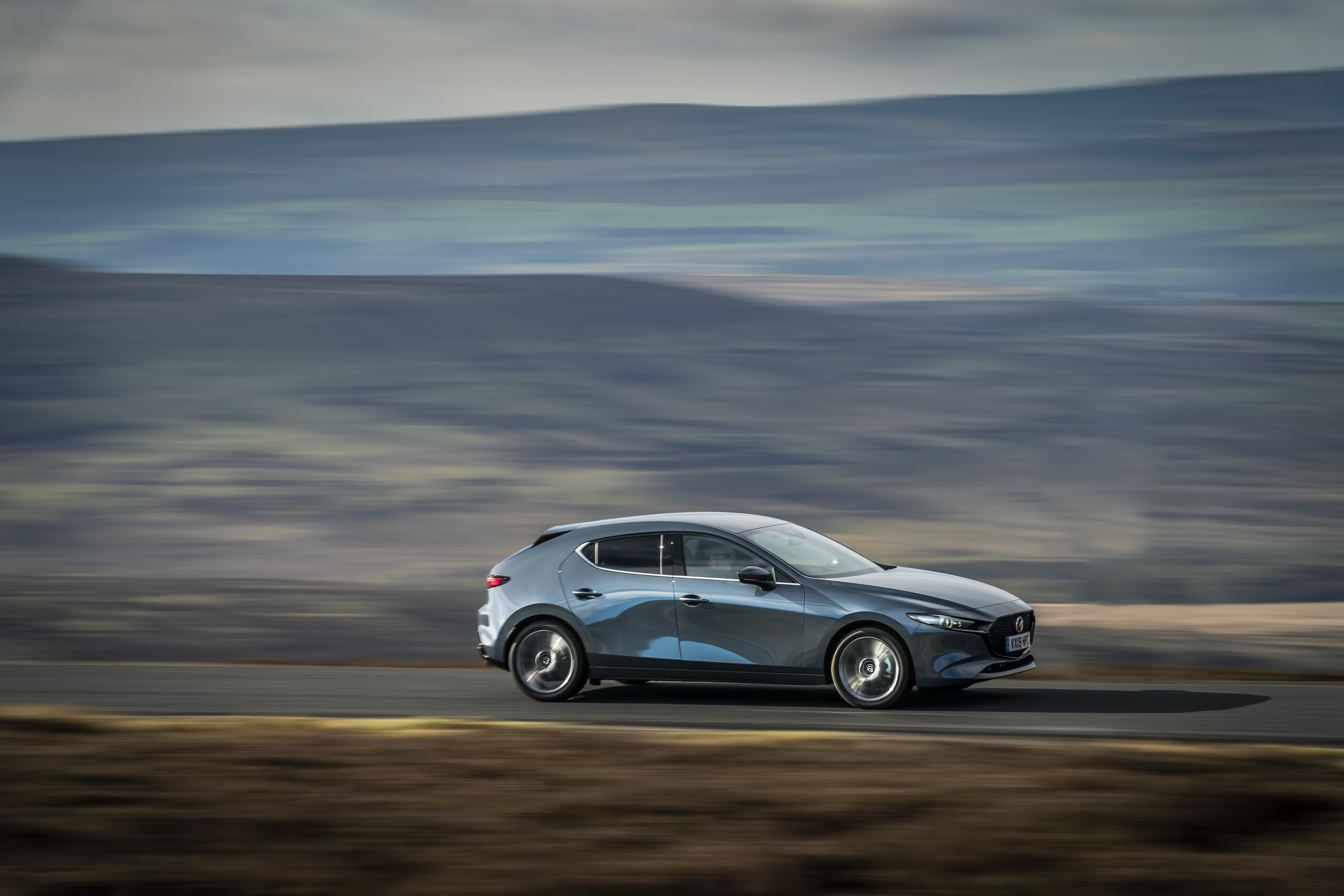 All-new_Mazda3_polymetal_grey_driving_side