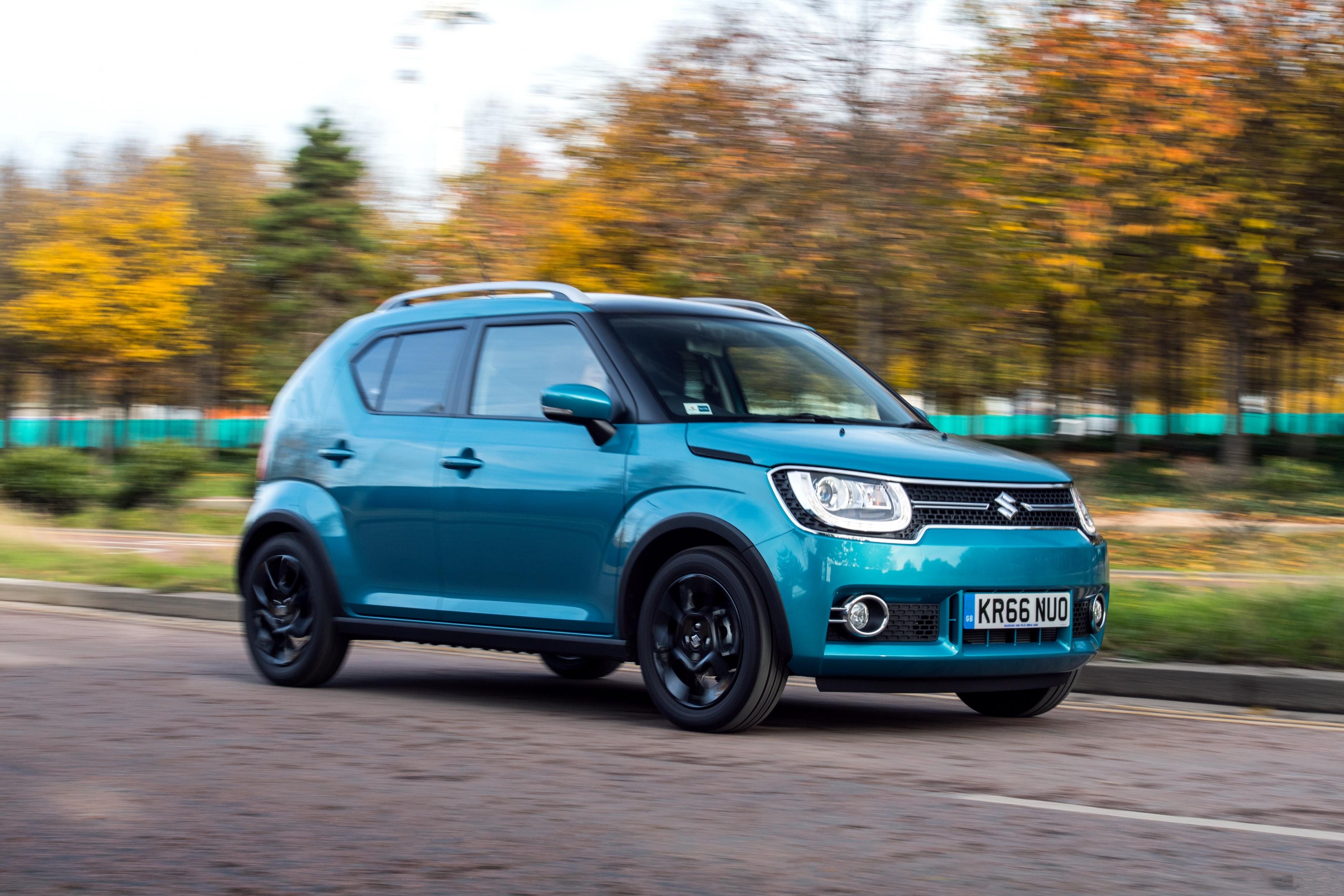 Suzuki Ignis blue driving